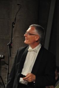 Le concert est présenté par Christian Saumon, directeur musical de la formation, et chef d'orchestre en responsabilité de la production.